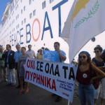 Πλοίο της Ειρήνης, Κυριακή στο Κουσάντασι, Δευτέρα στον Πειραιά