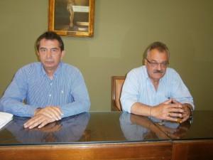 """Ο αντιπρόεδρος και υπεύθυνος οικονομικών του Δημοτικού Λιμενικού Ταμείου Πύργου (δεξιά ) , με τον πρόεδρο - εκδότη - επιχειρηματία της 'ΠΑΤΡΙΣ"""" Λεωνίδα Βαρουξή επιχειρηματία"""